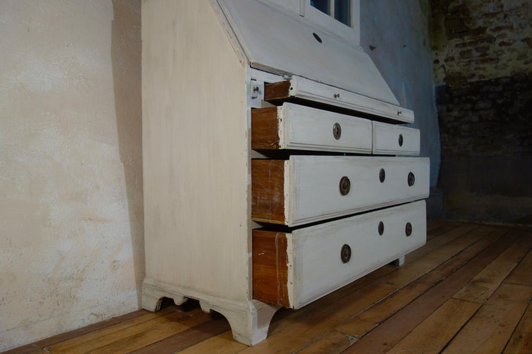 18th Century Painted White Swedish Bureaux Glazed Bookcase For Sale 7