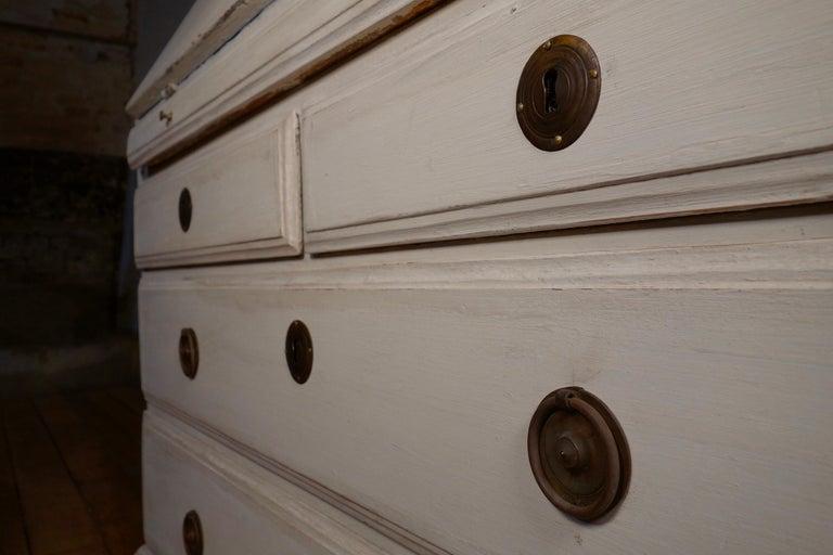 18th Century Painted White Swedish Bureaux Glazed Bookcase For Sale 9