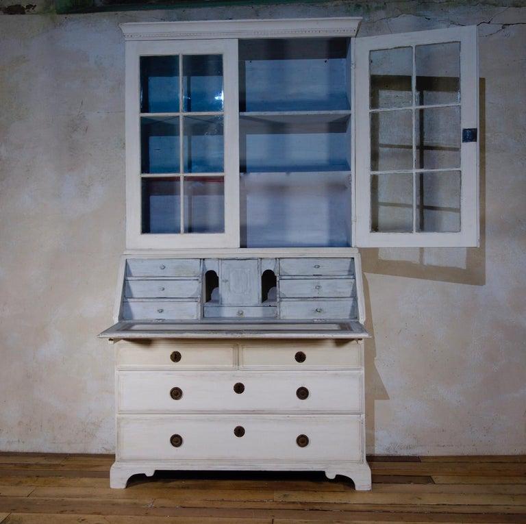 18th Century Painted White Swedish Bureaux Glazed Bookcase For Sale 2