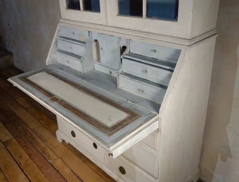 18th Century Painted White Swedish Bureaux Glazed Bookcase For Sale 3