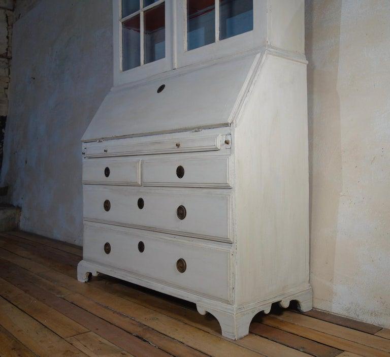 18th Century Painted White Swedish Bureaux Glazed Bookcase For Sale 4