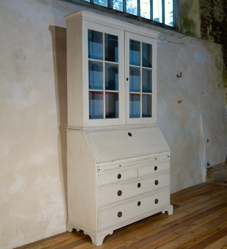 18th Century Painted White Swedish Bureaux Glazed Bookcase For Sale 6