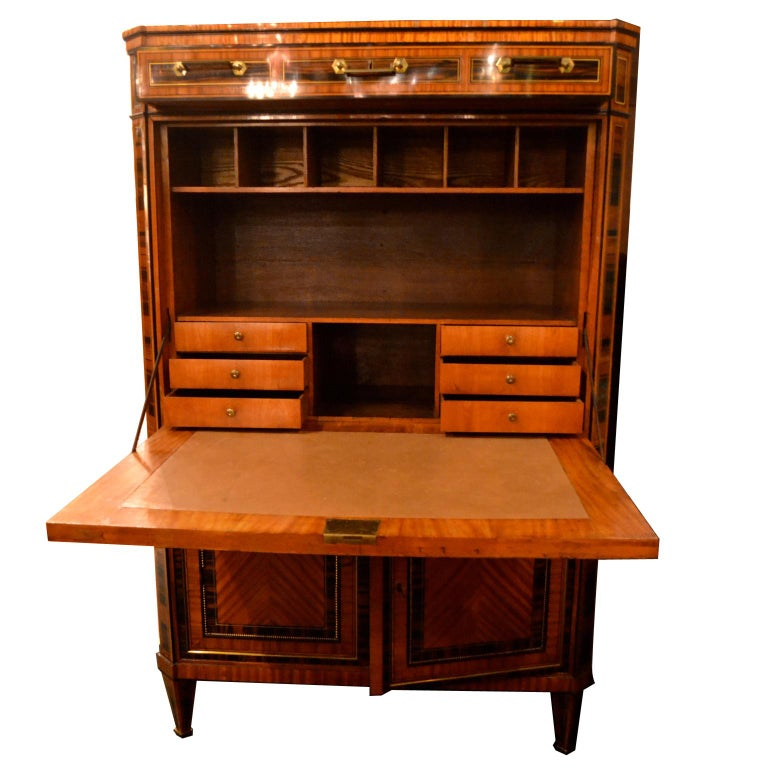 18th Century Dutch Satinwood Marquetry Secretaire a Abattant In Good Condition For Sale In Vancouver, British Columbia