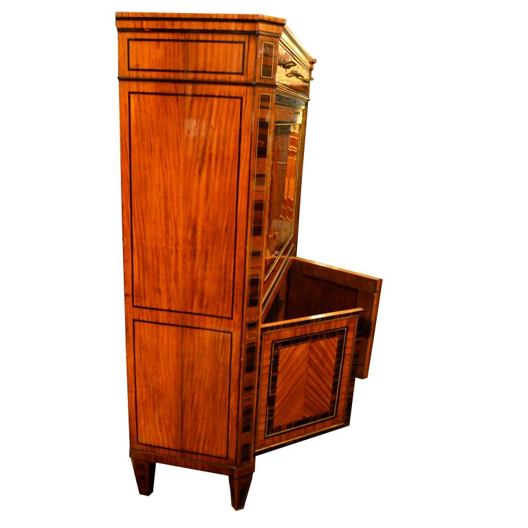 18th Century Dutch Satinwood Marquetry Secretaire a Abattant For Sale 1