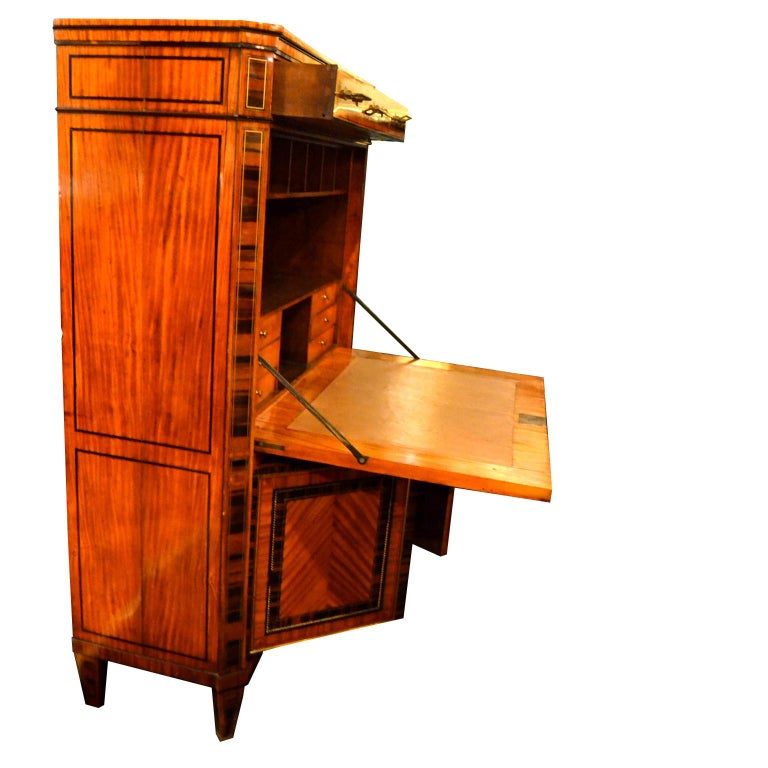 18th Century Dutch Satinwood Marquetry Secretaire a Abattant For Sale 2