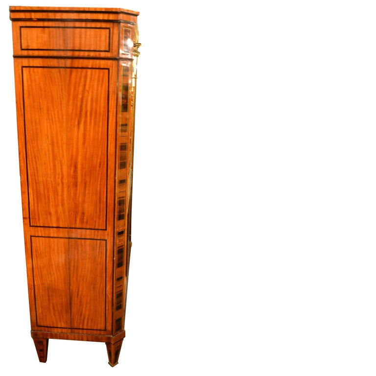 18th Century Dutch Satinwood Marquetry Secretaire a Abattant For Sale 4