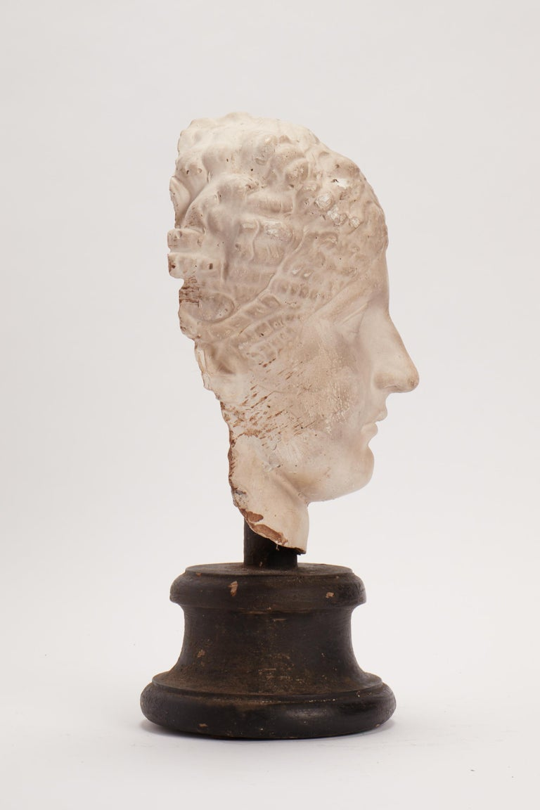 Academic Cast of a Roman Women Head, Italy, 1890 In Excellent Condition For Sale In Milan, IT