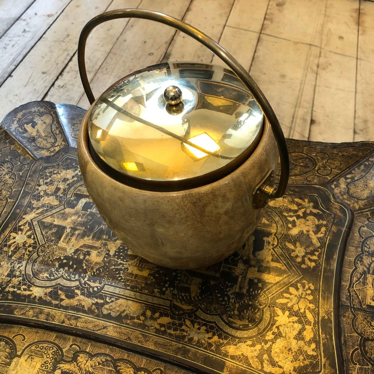 Aldo Tura Mid-Century Modern Goatskin and Brass Ice Bucket, circa 1960 In Good Condition For Sale In Aci Castello, IT