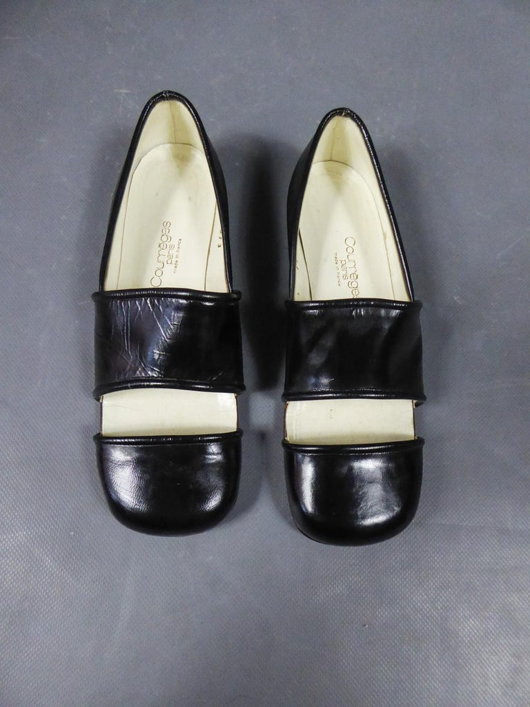 Circa 1967/1970 France  Pair of André Courrèges Haute Couture shoes in  black leather from the late 1960s. Minimalist shaoe at the Courrèges inspired by the Poulbots of this period or men' s fashion of Derby. Mini shoes lift and rounded ends. Inside