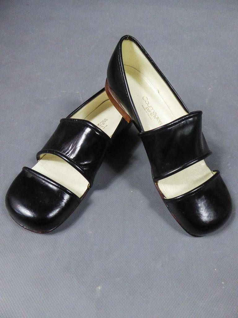 An André Courrèges Couture Pair of Shoes Circa 1967/1970 For Sale 4