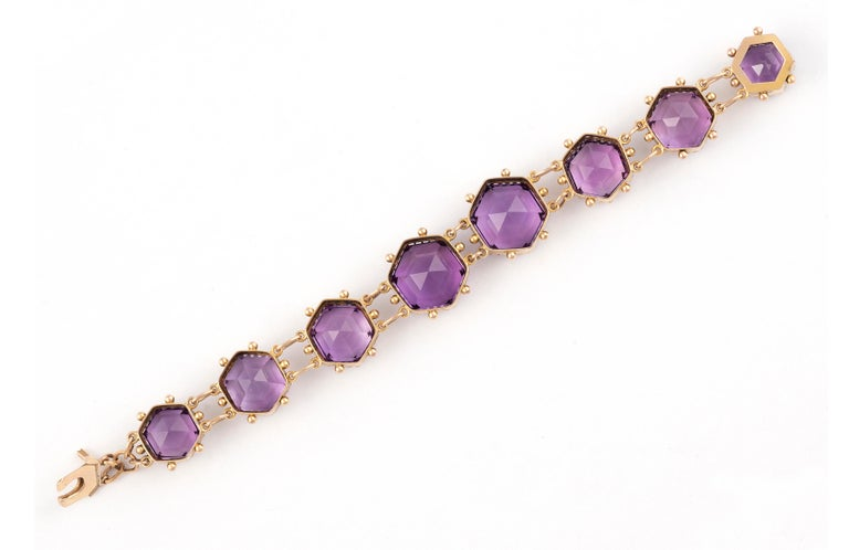 Set with graduated hexagonal-cut amethyst connected by links, 19th Century, 19.5 cm long