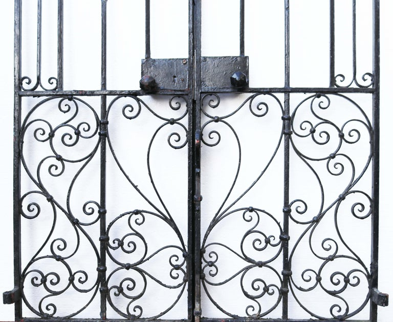 An Antique Arched Wrought Iron Garden Gate In Fair Condition For Sale In Wormelow, Herefordshire
