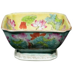 A Chinese Export Enamelled Porcelain Bowl, Qing Period Circa 1900