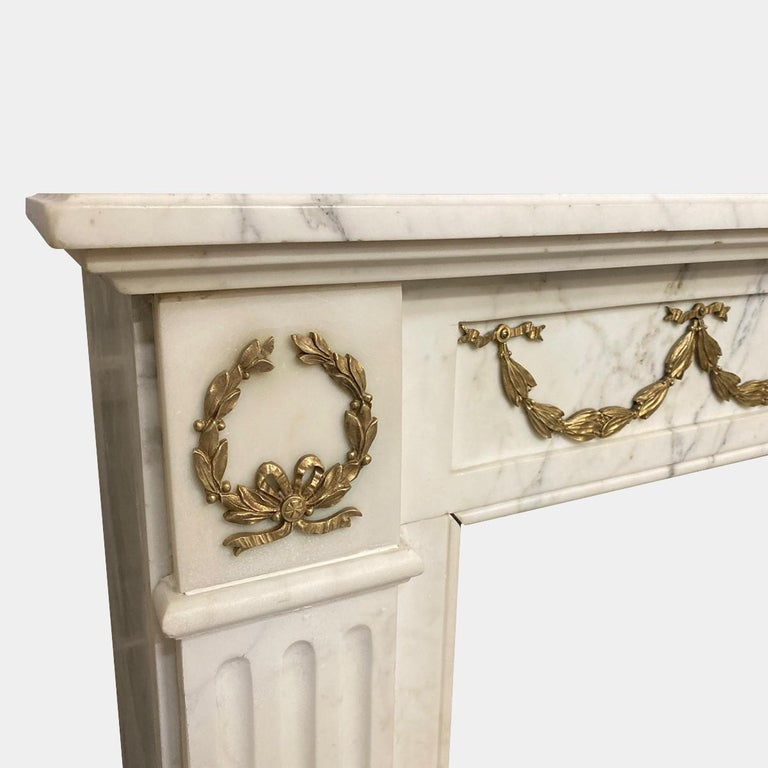 Antique Statuary White Marble French Louis XVI Style Fireplace Mantel  In Good Condition For Sale In London, GB