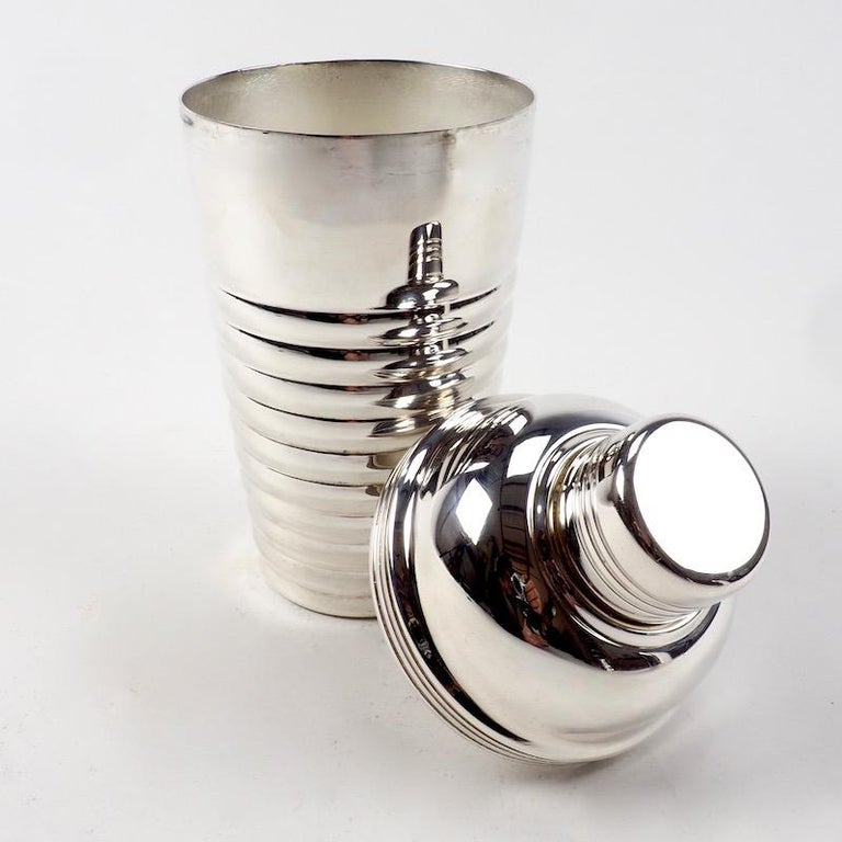 Silver Plate Art Deco Cocktail Shaker stamped Barrs For Sale