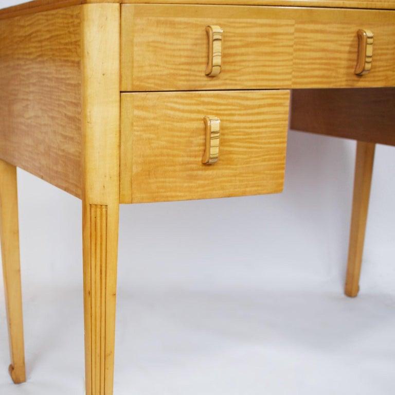Art Deco Desk with Satin Birch and White Macassar Veneers, English, circa 1930 2