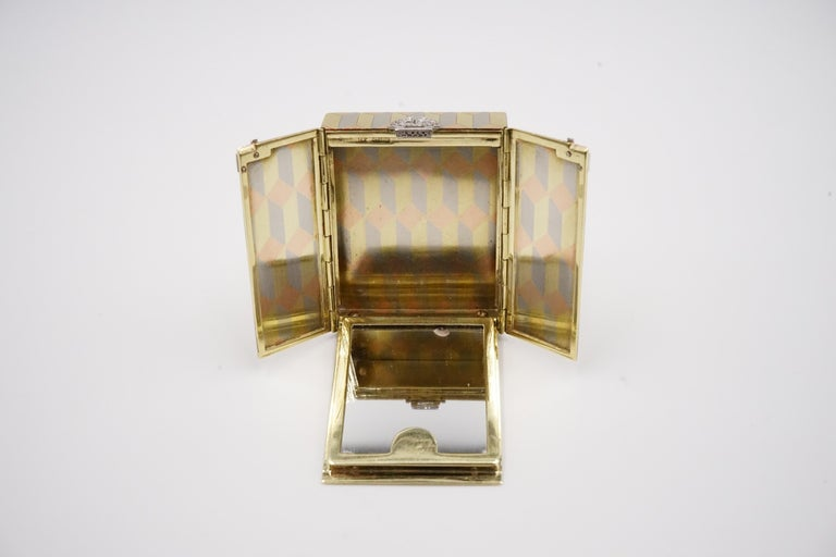 Art Deco Diamond and 14 Carat Tri-Colour Gold Vanity Case by Cartier For Sale 2