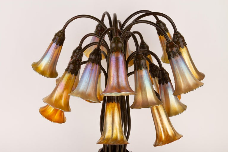 American Art Nouveau Eighteen-Light Lily Table Lamp by Tiffany Studios For Sale