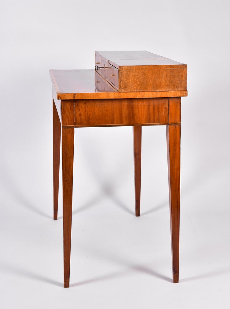Early 19th Century Swedish Mahogany Dressing Table For Sale 1