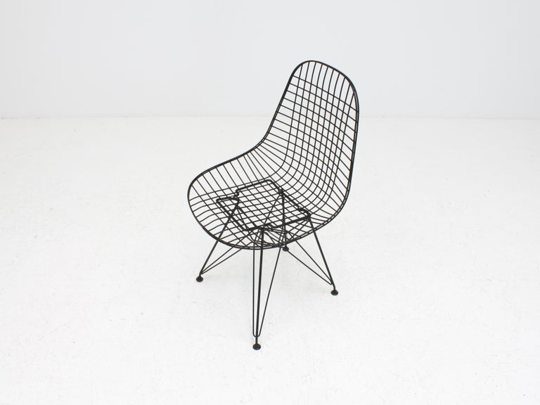 Early Charles and Ray Eames DKR Chair, Eiffel base 3