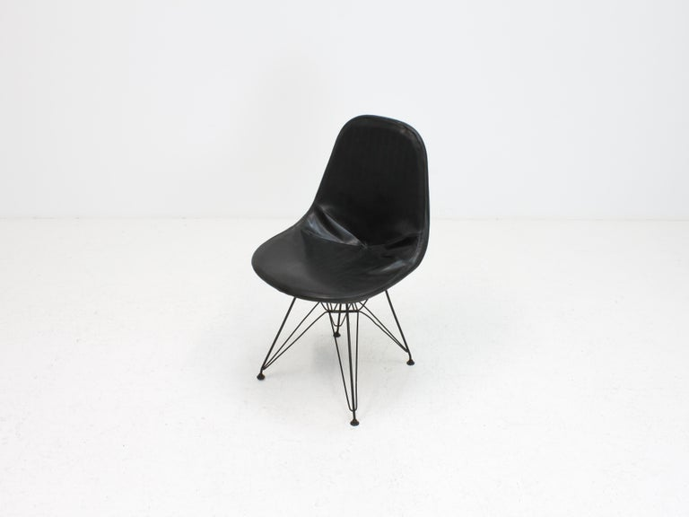 Early Charles and Ray Eames DKR Chair, Eiffel base 4