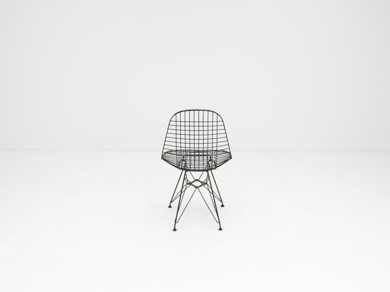 Early Charles and Ray Eames DKR Chair, Eiffel base In Good Condition In London Road, Baldock, Hertfordshire