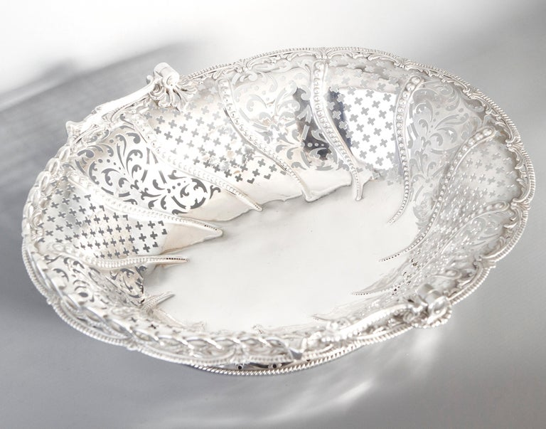 Early Georgian Silver Basket, London 1761 by William Plummer For Sale 5