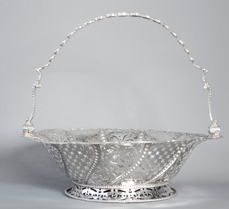Early Georgian Silver Basket, London 1761 by William Plummer For Sale 7