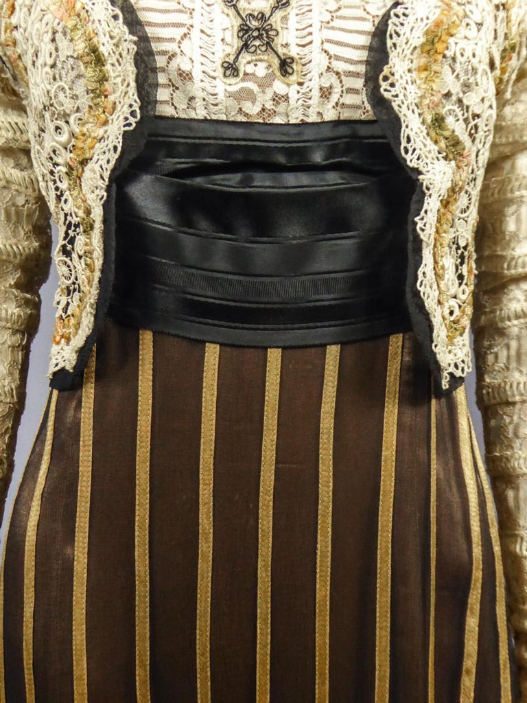 An Edwardian Reception dress with train in silk and lace - Circa 1905 For Sale 5