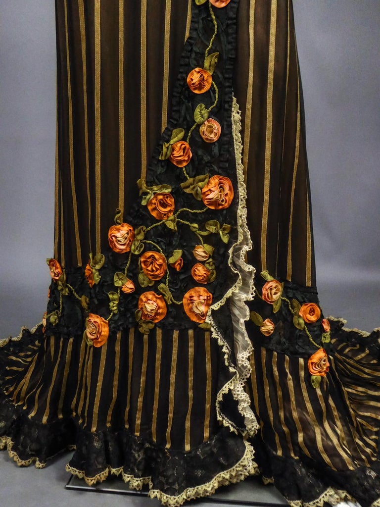 An Edwardian Reception dress with train in silk and lace - Circa 1905 For Sale 6