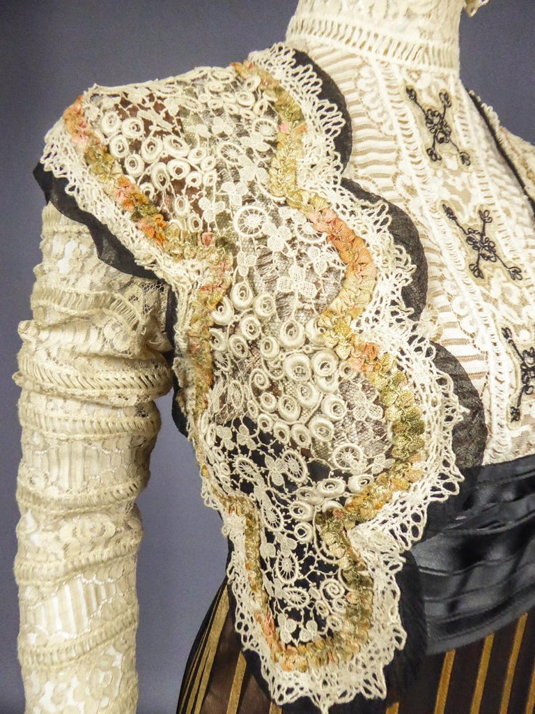 An Edwardian Reception dress with train in silk and lace - Circa 1905 For Sale 8