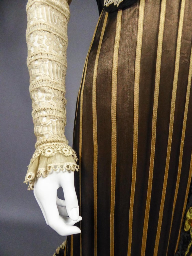 An Edwardian Reception dress with train in silk and lace - Circa 1905 For Sale 9