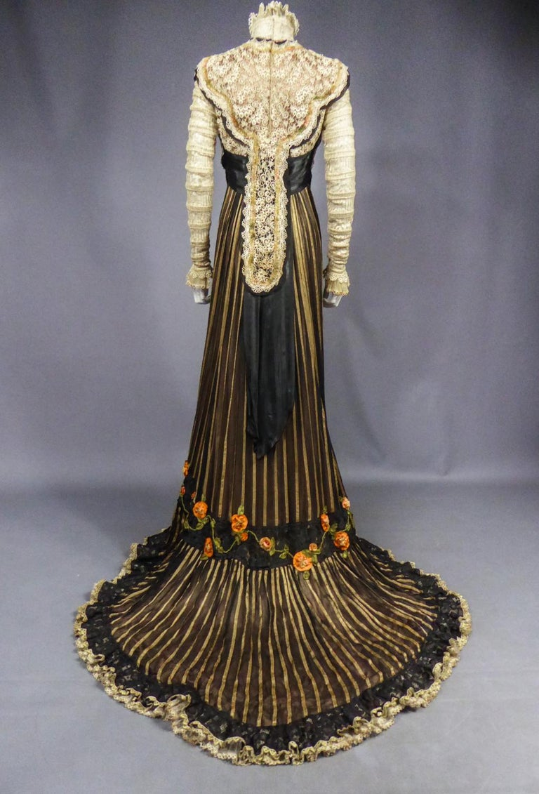 An Edwardian Reception dress with train in silk and lace - Circa 1905 For Sale 10