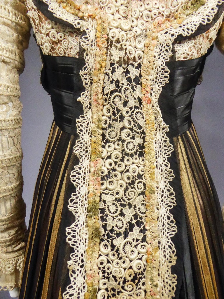 An Edwardian Reception dress with train in silk and lace - Circa 1905 For Sale 12