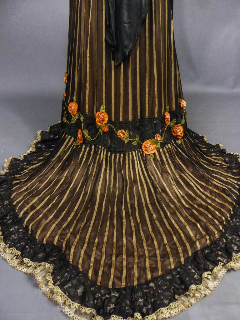 An Edwardian Reception dress with train in silk and lace - Circa 1905 For Sale 13
