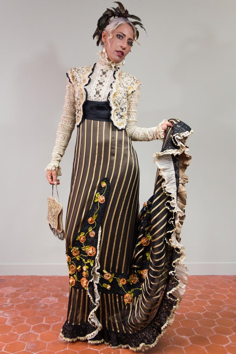 Black An Edwardian Reception dress with train in silk and lace - Circa 1905 For Sale
