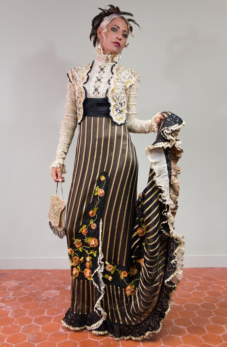 An Edwardian Reception dress with train in silk and lace - Circa 1905 In Good Condition For Sale In Toulon, FR
