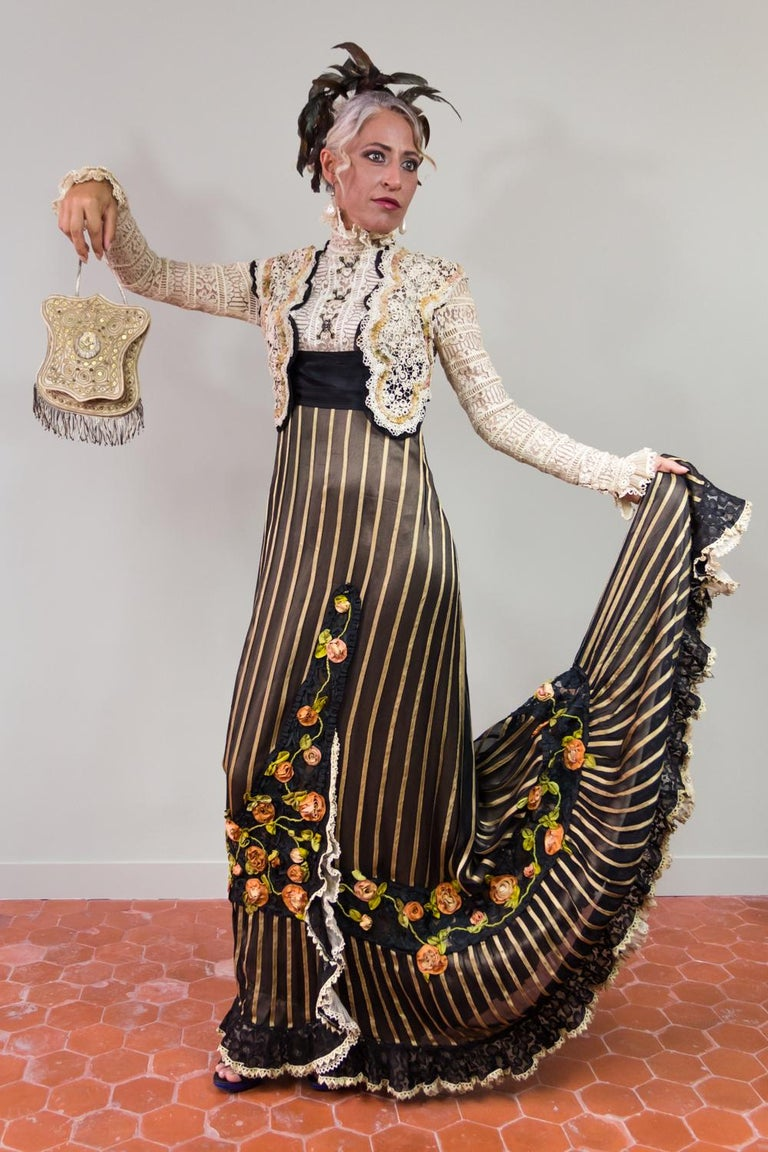 Women's An Edwardian Reception dress with train in silk and lace - Circa 1905 For Sale
