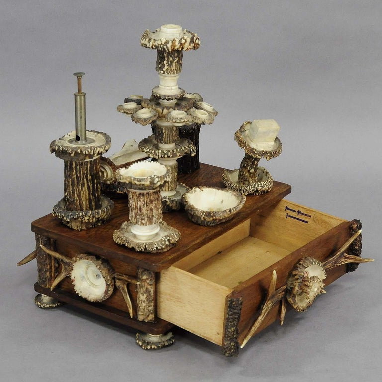 Elaborate Handmade Black Forest Style Smoking Set, circa 1900 In Good Condition For Sale In Berghuelen, DE