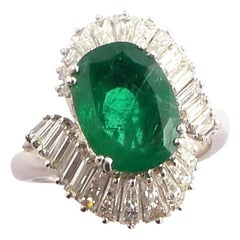 Emerald 2.78 Carat and Baguette-Cut Diamond 1.77 Ct Ballerina Ring in Platinum