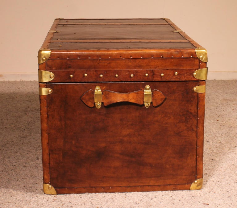 British English Travel Chest in Leather, Early 20th Century For Sale