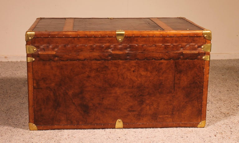 English Travel Chest in Leather, Early 20th Century In Good Condition For Sale In Brussels, Brussels