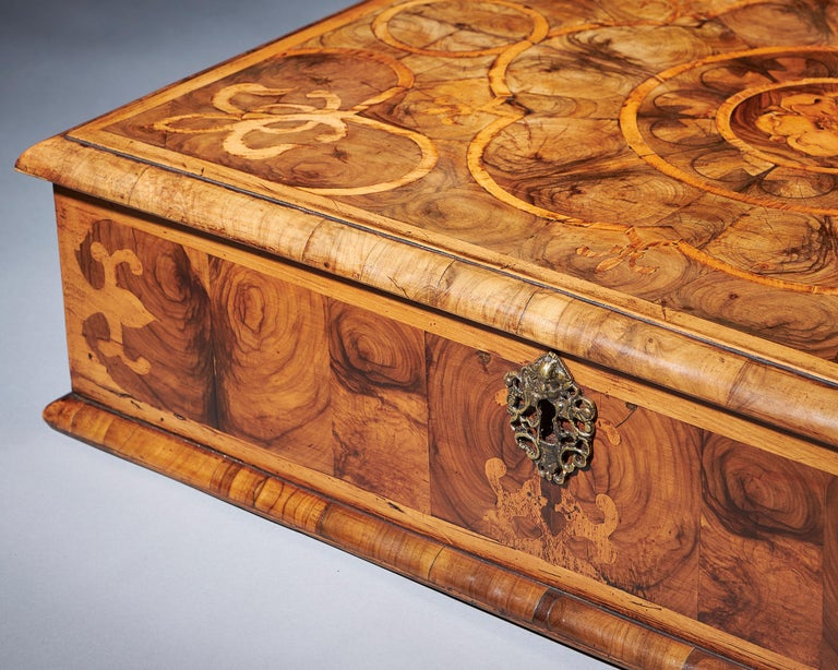 Baroque Exceptional Charles II Blond Olive Oyster Lace-Box of Large Scale For Sale