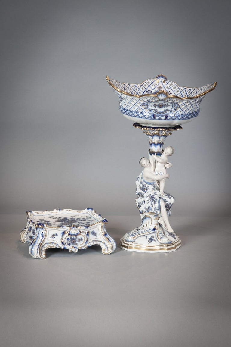Extensive Assembled Meissen Blue and White Bird Model Dinner Service, circa 1890 For Sale 4