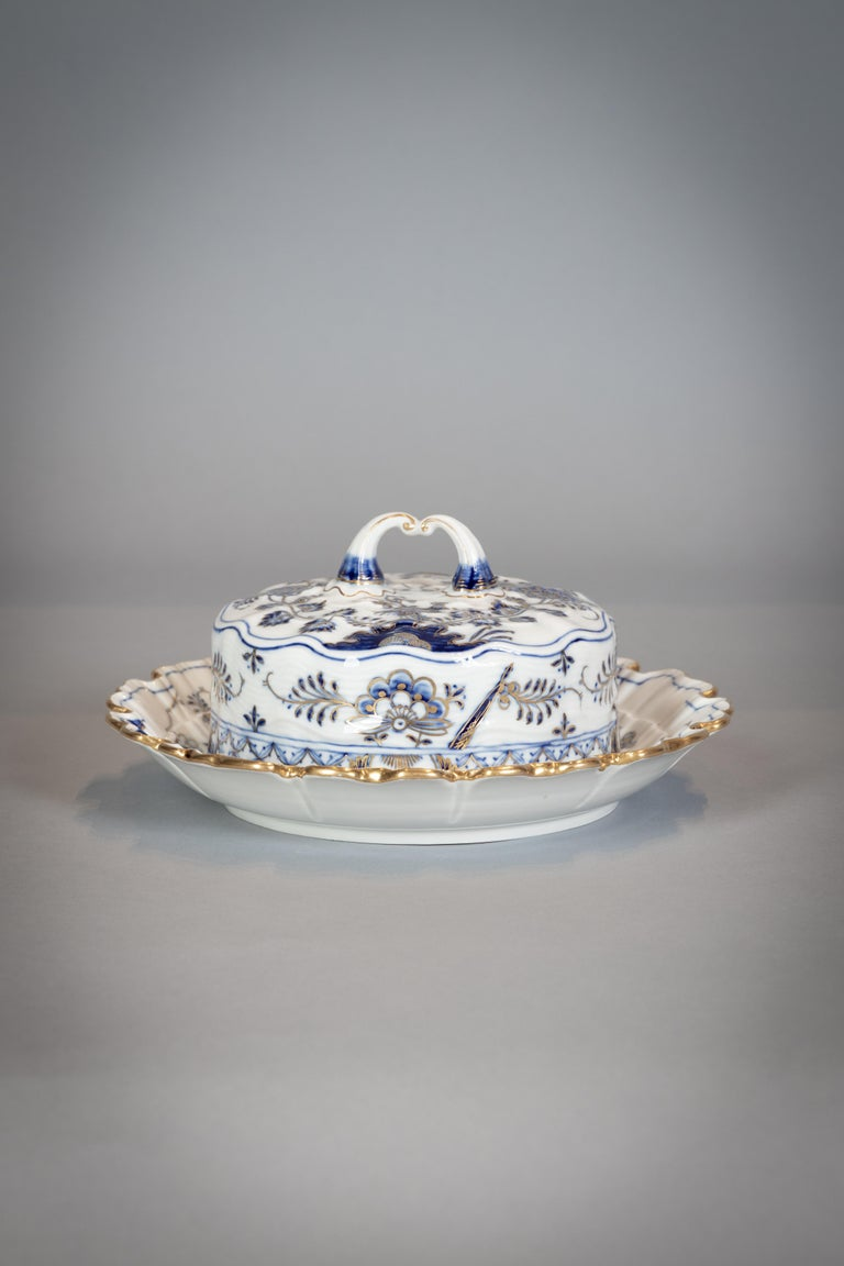Extensive Assembled Meissen Blue and White Bird Model Dinner Service, circa 1890 For Sale 5