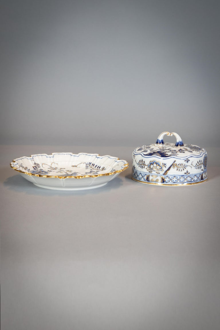 Extensive Assembled Meissen Blue and White Bird Model Dinner Service, circa 1890 For Sale 6