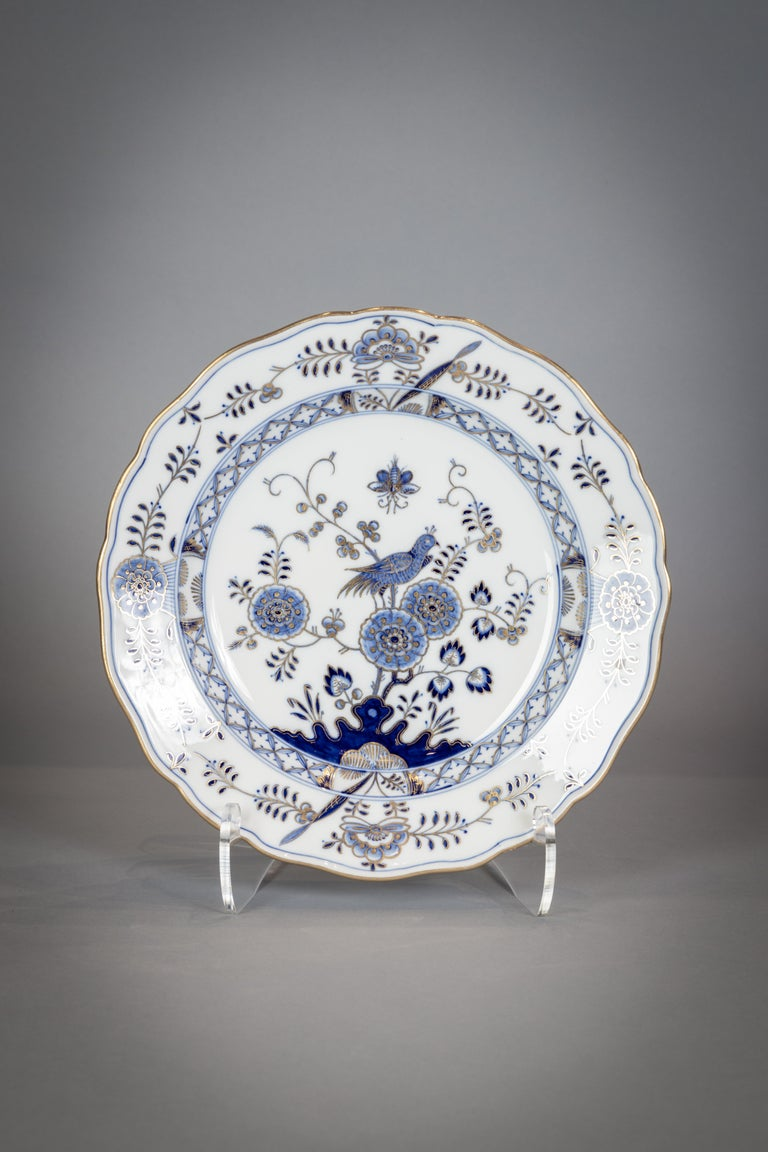Extensive Assembled Meissen Blue and White Bird Model Dinner Service, circa 1890 For Sale 9