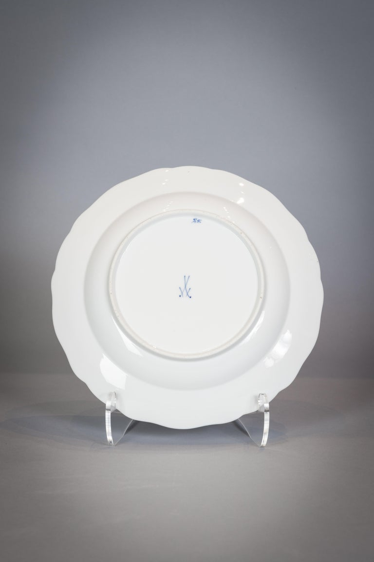 Extensive Assembled Meissen Blue and White Bird Model Dinner Service, circa 1890 For Sale 10