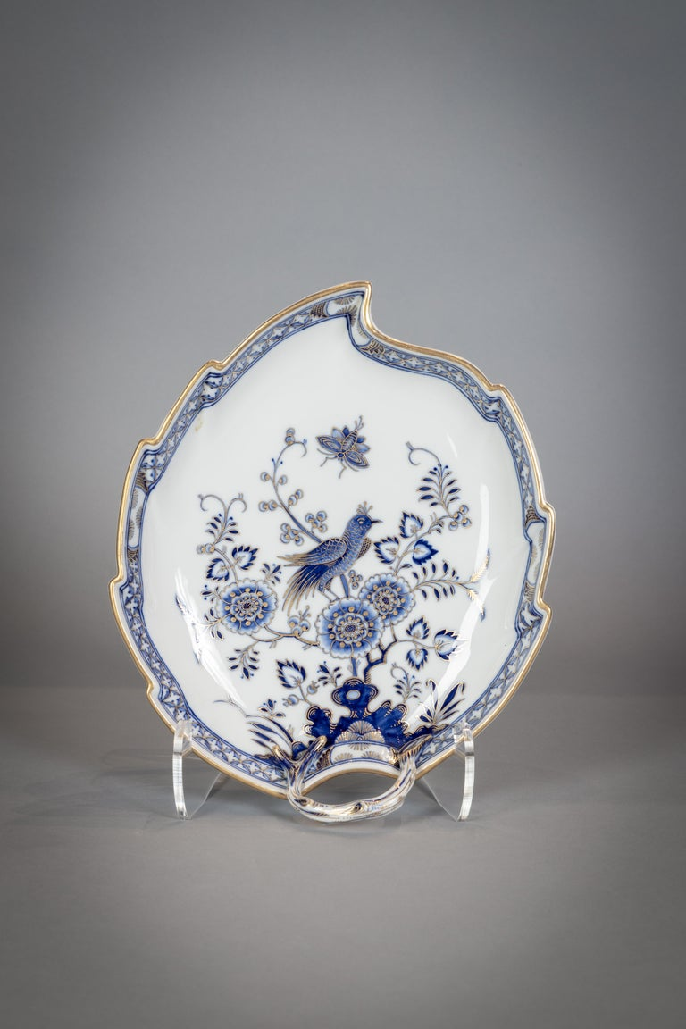 Extensive Assembled Meissen Blue and White Bird Model Dinner Service, circa 1890 For Sale 12