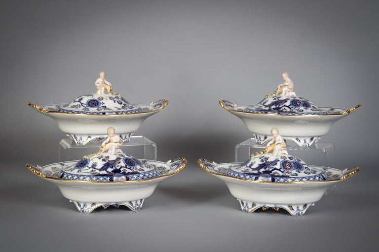 Extensive Assembled Meissen Blue and White Bird Model Dinner Service, circa 1890 For Sale 13